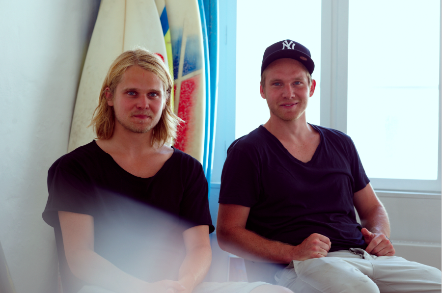 Toke (Left) and Regner Lotz are the minds behind the Danish Kickstarter success Fingersurfing. The project has raised more than $20.000, and Toke and Regner are in the very last stages of distributing the anticipated surfboard for your fingers.